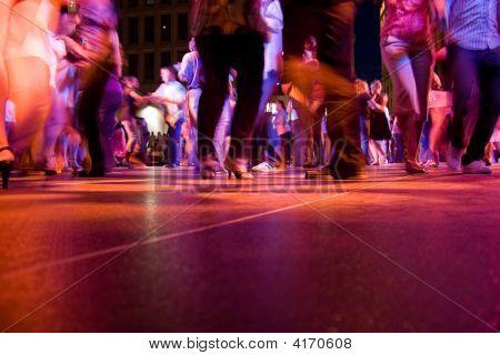 People dancing images illustrations vectors people for 1 2 3 4 dance floor