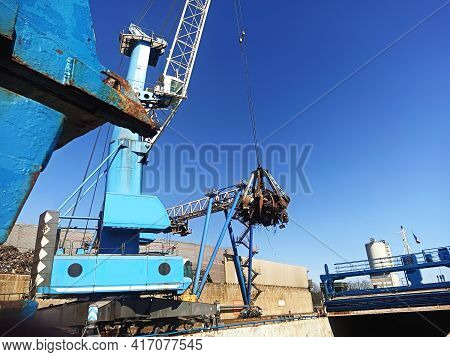Equipment In The Port For Loading And Unloading Operations For The Disposal And Recycling Of Scrap M