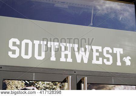 Bordeaux , Aquitaine France - 04 12 2021 : Southwest The Cotton Company Sign Logo Front Of Fashion S