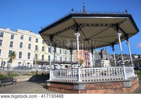 Cobh, Ireland - Oct 14, 2018: Cityscape And Garden On Oct 14, 2018 In Cobh, Ireland. Cobh Was Former