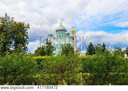 Trinity Cathedral And Bell Tower Of Holy Trinity-saint Seraphim-diveyevo Convent In Diveyevo, Russia