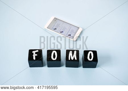 Fomo, Fear Of Missing Out, Social Anxiety, Stay Continually Connected, Fear Of Regret, Social Networ