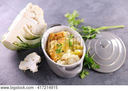 cauliflower with cream and cheese gratin