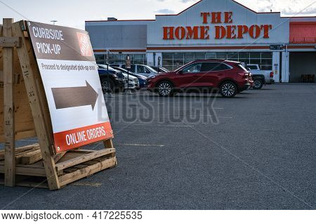 Ottawa, Ontario, Canada - April 10, 2021: A Sign Directs Customers For Curbside Pick-up Of Online Or