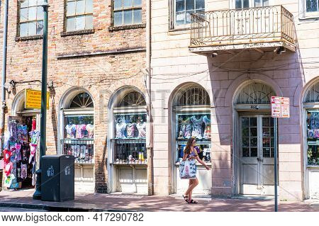 New Orleans, La - September 5: Woman Tourist Shops On Decatur Street In French Quarter On September