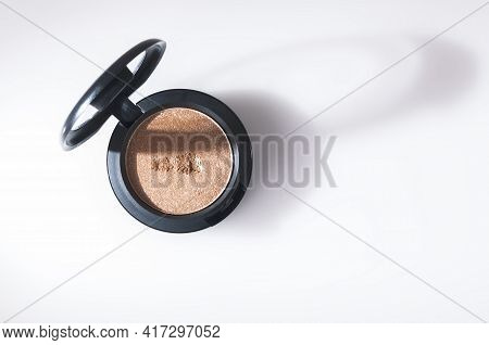 Beautiful Eye Shadow With Sparkles, In A Black Single Jar. The Shadows Are Glossy, Cream. The Brown