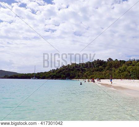 Whitehaven Beach, Whitsundays, Queensland, Australia - April 2021: Tourists Enjoying The Sunshine On