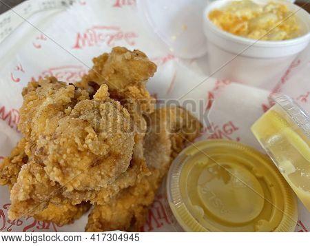 Augusta, Ga Usa - 01 21 21: Wife Savers Fried Chicken Macaroni And Cheese And Honey Mustard Sauce