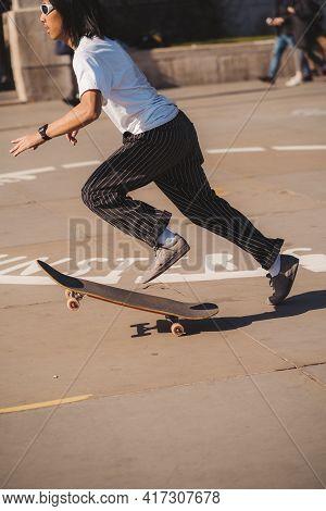Trafalgar Square, London   Uk -  2021.04.17: Skaters Performing Tricks At The Trafalgar Square