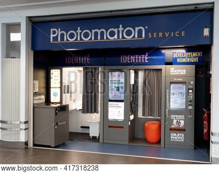 Bordeaux , Aquitaine France - 04 12 2021 : Photomaton Sign Logo And Brand Logo On Area Photo Booths