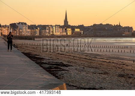 Saint-malo, France - September 16, 2018:the Evening Light On Beach And Olt Town Of Saint Malo , Fran