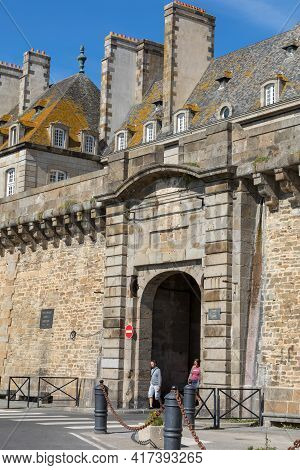 St Malo, France - September 14, 2018: The City Walls And Houses Of St. Malo In Brittany, France