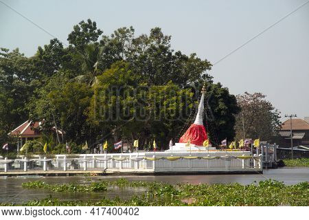Nonthaburi,thailand-january 13,2021 : Pagoda Of Tilting Ponmai Yi Kaga Can Be Seen Clearly From A Fa