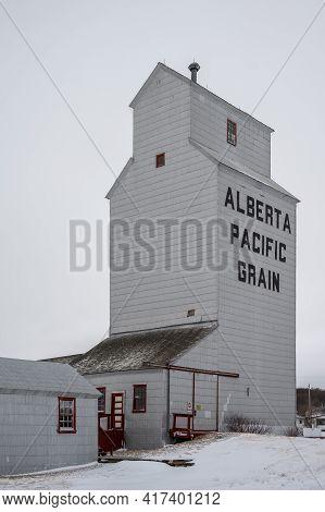Meeting Creek Grain Elevators
