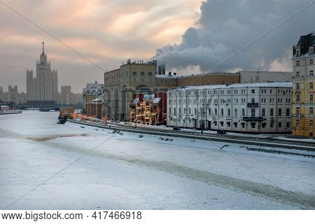 Moscow, Russia - January 17, 2021: View Of The Raushskaya Embankment, Moscow River And A Skyscraper