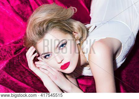 Retro Fashion Models. Woman With Makeup Face, Beauty. Sensual Woman Beauty Look, Visage. Fashion, St