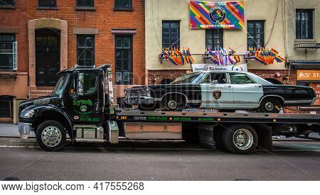 New York City, Usa, May 2019, View Of A Old Police Car Being Transported On A Tow Truck By The Stone