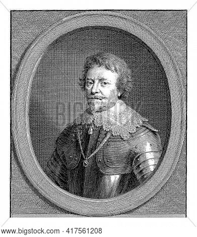 Portrait of Frederik Hendrik in an oval with edge lettering. Six lines of Latin text in the bottom margin.