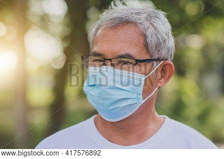 Old Man Wear  Surgical Mask Protect Coronavirus Covid19 At Outdoor City Park Lifestyle New Normal ,r