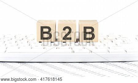 B2b -word Wooden Block On Keyboard Background Witn Chart
