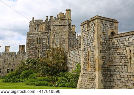 Windsor, Great Britain -may 25, 2016: Windsor Castle, King Henry Iii Tower And Saxon Tower At Windso