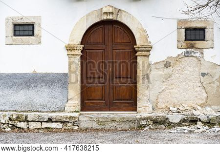Italian Door The Small Village Of Scanno, Abruzzo Italy