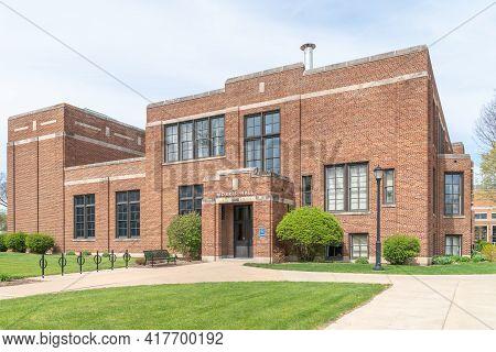 Morris Hall At The University Of Wisconsin-la Crosse