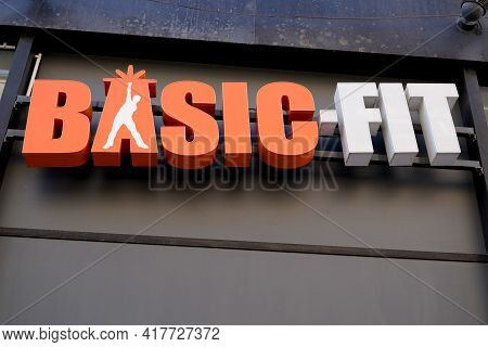 Bordeaux , Aquitaine France - 04 15 2021 : Basic Fit Logo Sporty Fitness Club Sign And Text Brand Of