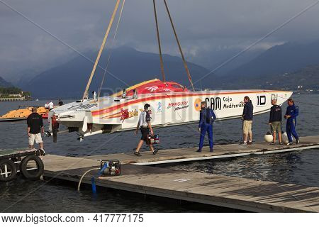 Stresa (vco), Italy - October 04, 2009: A Racing Boat At World Offshore Powerboat Championship, Stre