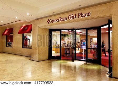 Chicago, Il, Usa - May 18, 2019 -american Girl Place Store At The Water Tower Center Shopping Mall I