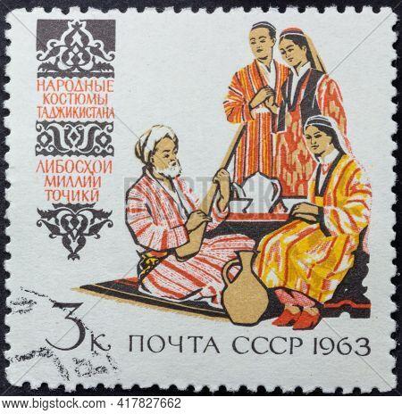Republic Of Ussr - Circa 1963: Postage Stamp Of 'tajik Folk Costumes' Printed In Republic Of Ussr. S