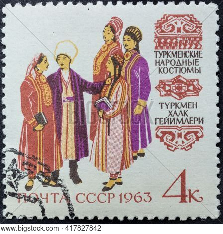 Republic Of Ussr - Circa 1963: Postage Stamp Of 'turkmen Folk Costumes' Printed In Republic Of Ussr.