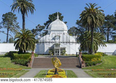 San Francisco,california, Usa - April 20, 2018 : Conservatory Of Flowers At Golden Gate Park On Apri