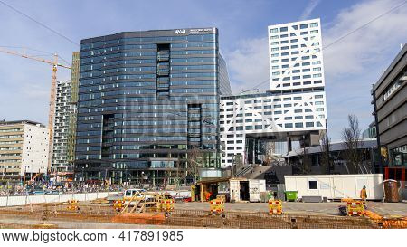Utrecht, The Netherlands - 25 Feb, 2021: Construction Works In Front Of The Large Wtc And Utrecht Ci