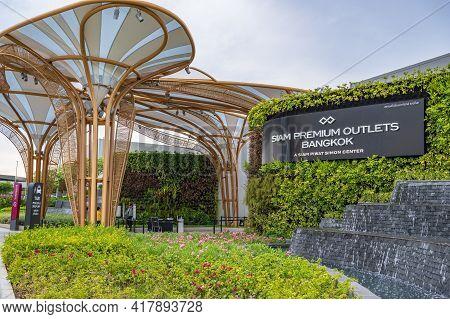 Bangkok/thailand-28/07/2020-siam Premium Outlets Bangkok The New Shopping Center Open Near Bangkok A