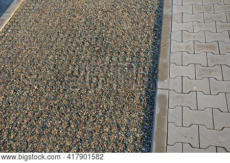 Grass Paving Enables The Strengthening Of Surfaces And At The Same Time Their Grassing. Joints Can A
