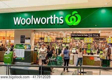 Dubbo, Australia 2021-04-05. Exterior View Of Woolworths Supermarket In Australia.