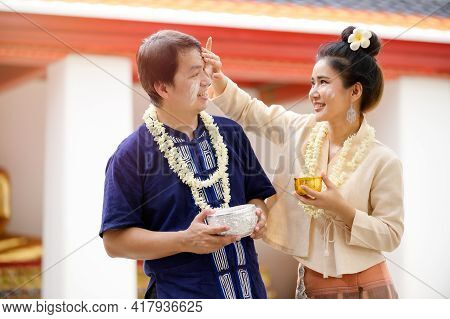 Thai Men And Women In Thai Costumes Use Water-soluble Powder To Paint Their Cheeks With Joy In Celeb