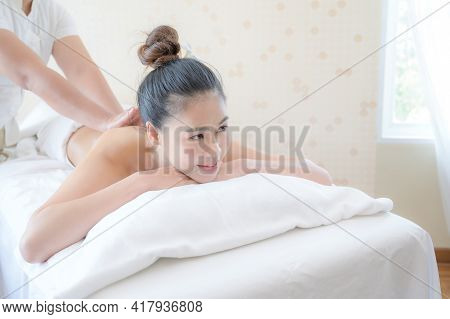 A Beautiful Asian Woman Is Comfortably Relaxed In A Spa Shop After The Masseuse Has Massaged Her Bod
