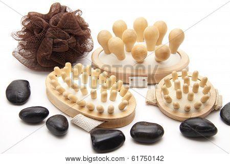 Massage brush with net sponge