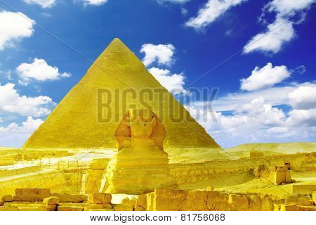 Great Pyramid Of Pharaoh Khufu, Located At Giza And The Sphinx.