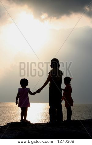 Silhouette Mother & Daughters