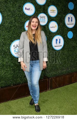 LOS ANGELES - APR 24:  Drew Barrymore at the Safe Kids Day at the Smashbox Studios on April 24, 2016 in Culver City, CA