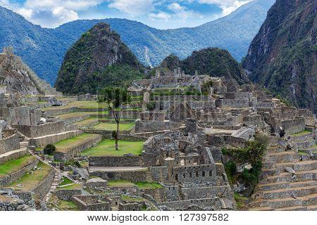 ancient walls and ancient ruin to Machu Picchu