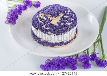 blueberry cake shu decorated with purple flowers of statice