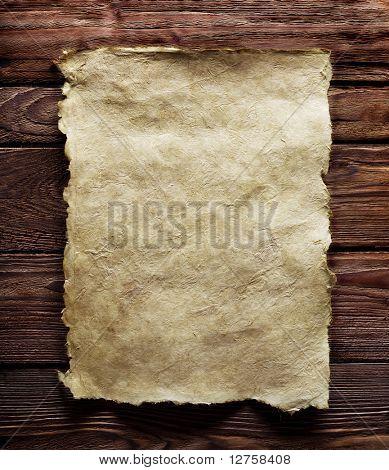 Altpapier auf braunes Holz Textur mit natürlichen Muster