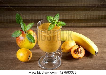 Diet smoothies from loquats, bananas and apples
