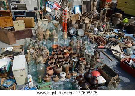 Swap meet, sale of old things