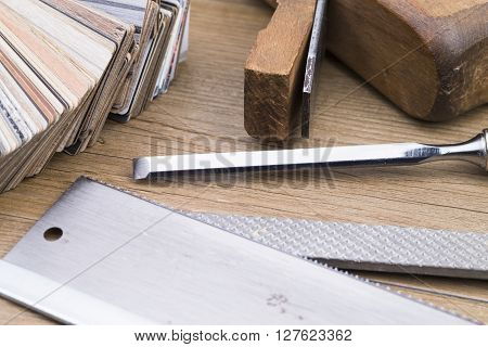 Tools and samples of inlay on wooden table