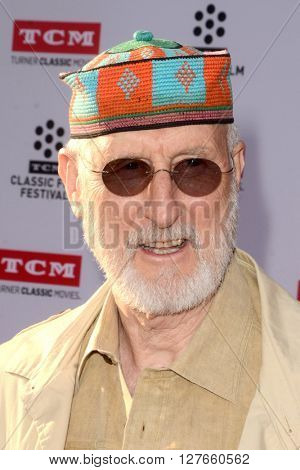 LOS ANGELES - APR 28:  James Cromwell at the TCM Classic Film Festival Opening Night Red Carpet at the TCL Chinese Theater IMAX on April 28, 2016 in Los Angeles, CA